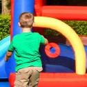 vendita-online-castello-gonfiabile-MEDIOEVO-dettaglio-tiro-a-segno-per-palline